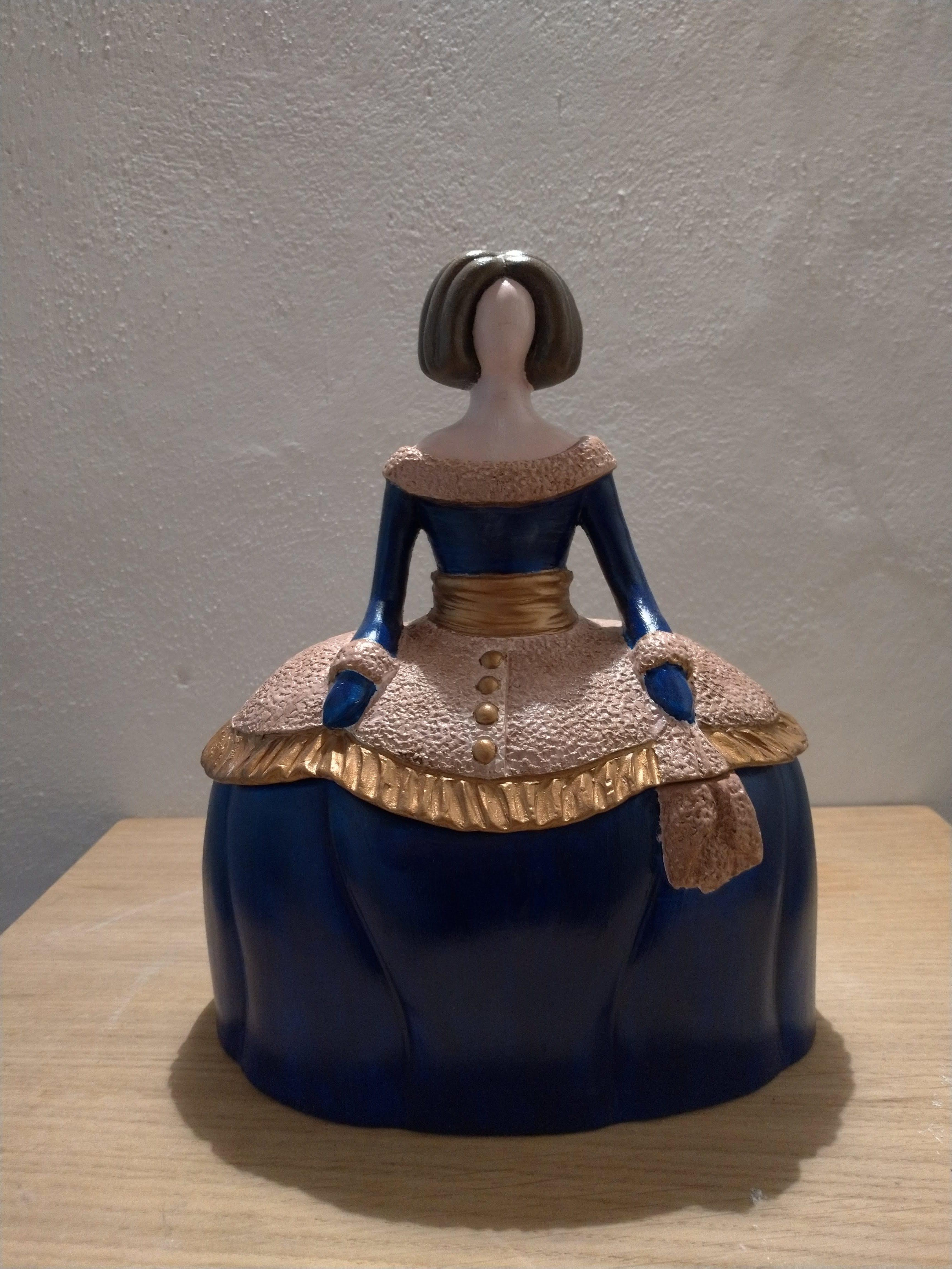 Dama portagioie in ceramica / Jewel case figurine